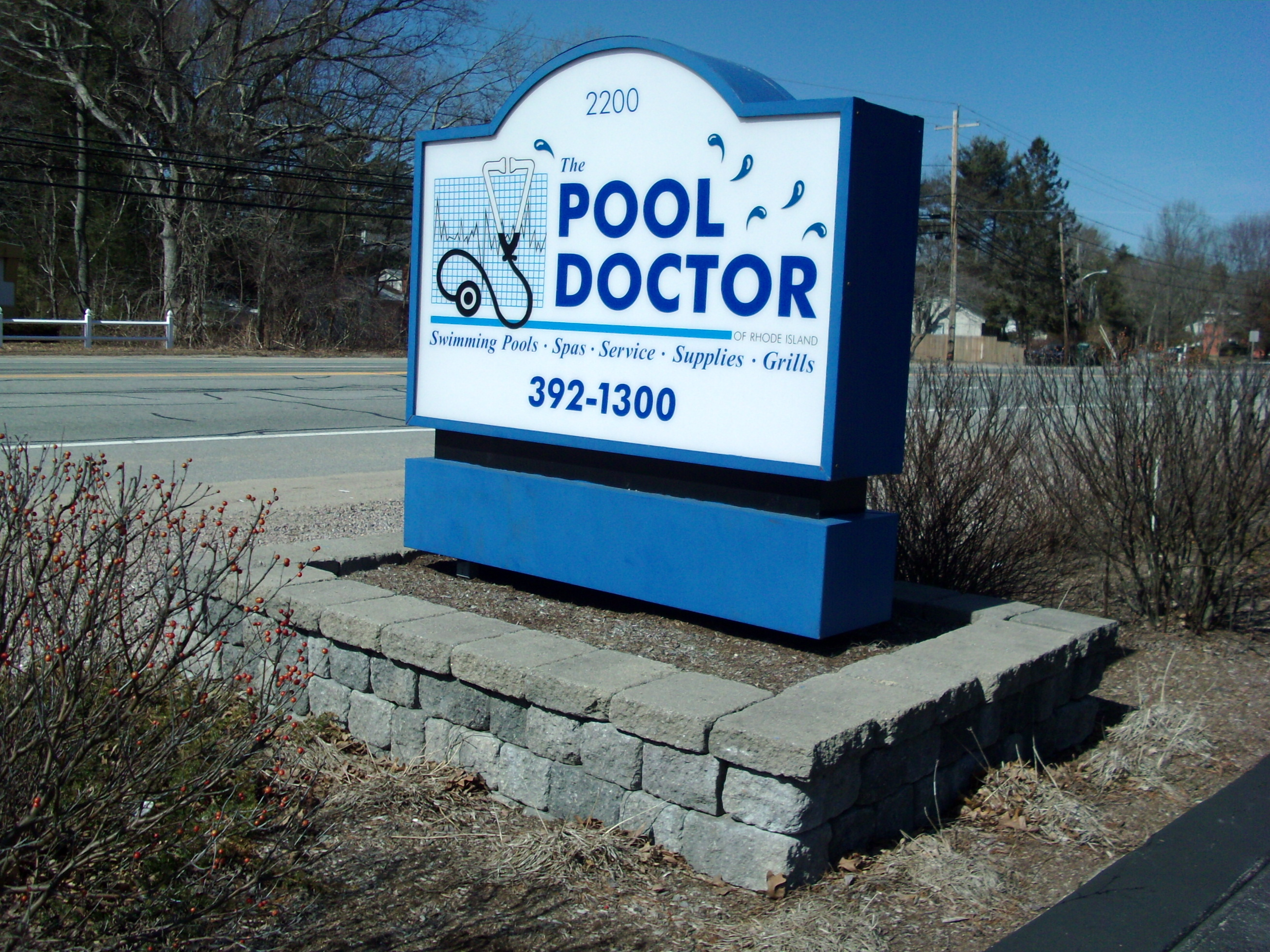 pool doctor monument sign